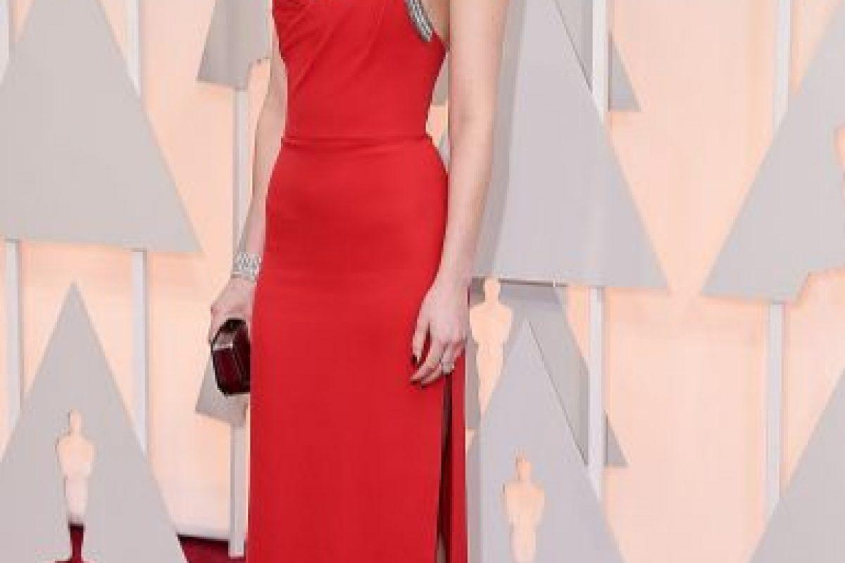 Dakota Johnson, con un YSL perfecto. Mal peinado. Foto:Getty Images. Imagen Por: