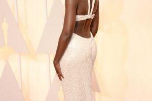Lupita Nyong'o, de Calvin Klein, con un vestido de 6 mil perlas. Foto:Getty Images. Imagen Por:
