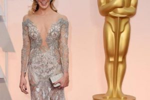 Kate Cassidy mostrando cómo se luce un vestido brillante. Foto:Getty Images. Imagen Por: