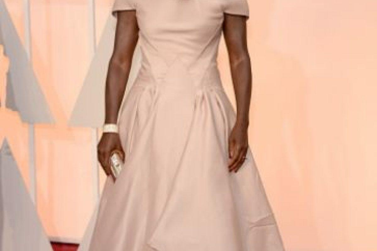 Viola Davis, así no. Un maquillaje muy oscuro. Un vestido desfavorecedor. Foto:Getty Images. Imagen Por: