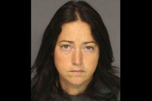 Nicole DuFault, de 35 años. Acusada de tener sexo con 6 alumnos. Foto:Essex County Sheriff's Office. Imagen Por: