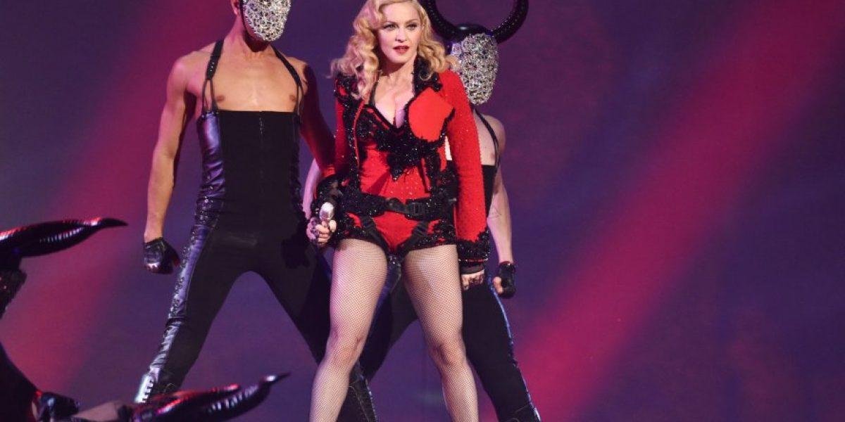 VIDEO: Madonna sufre bochornosa caída durante los Brit Awards