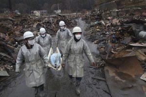 5. Se estima que más de 20 mil personas perdieron la vida tras el terremoto y el tsunami. Foto:Getty. Imagen Por: