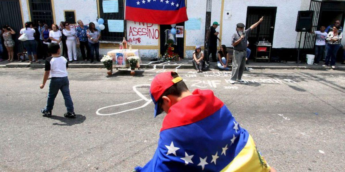 FOTOS: Estudiantes protestan en Venezuela por asesinato de adolescente