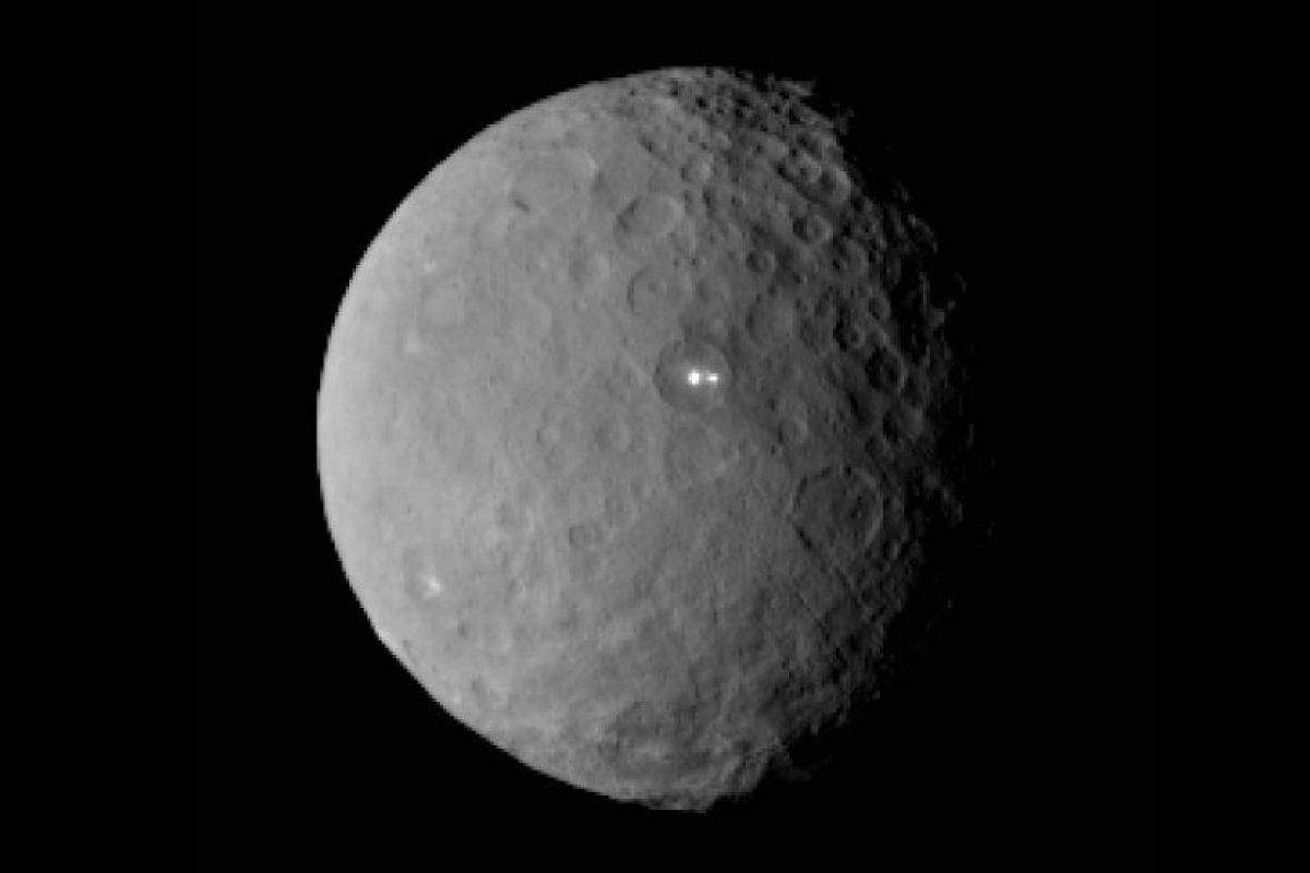 A pesar de que originalmente fue descripto como un planeta, Ceres fue luego categorizado como un asteroide, y después se lo reclasificó como un planeta enano, en el año 2006. Foto:Nasa.gov. Imagen Por: