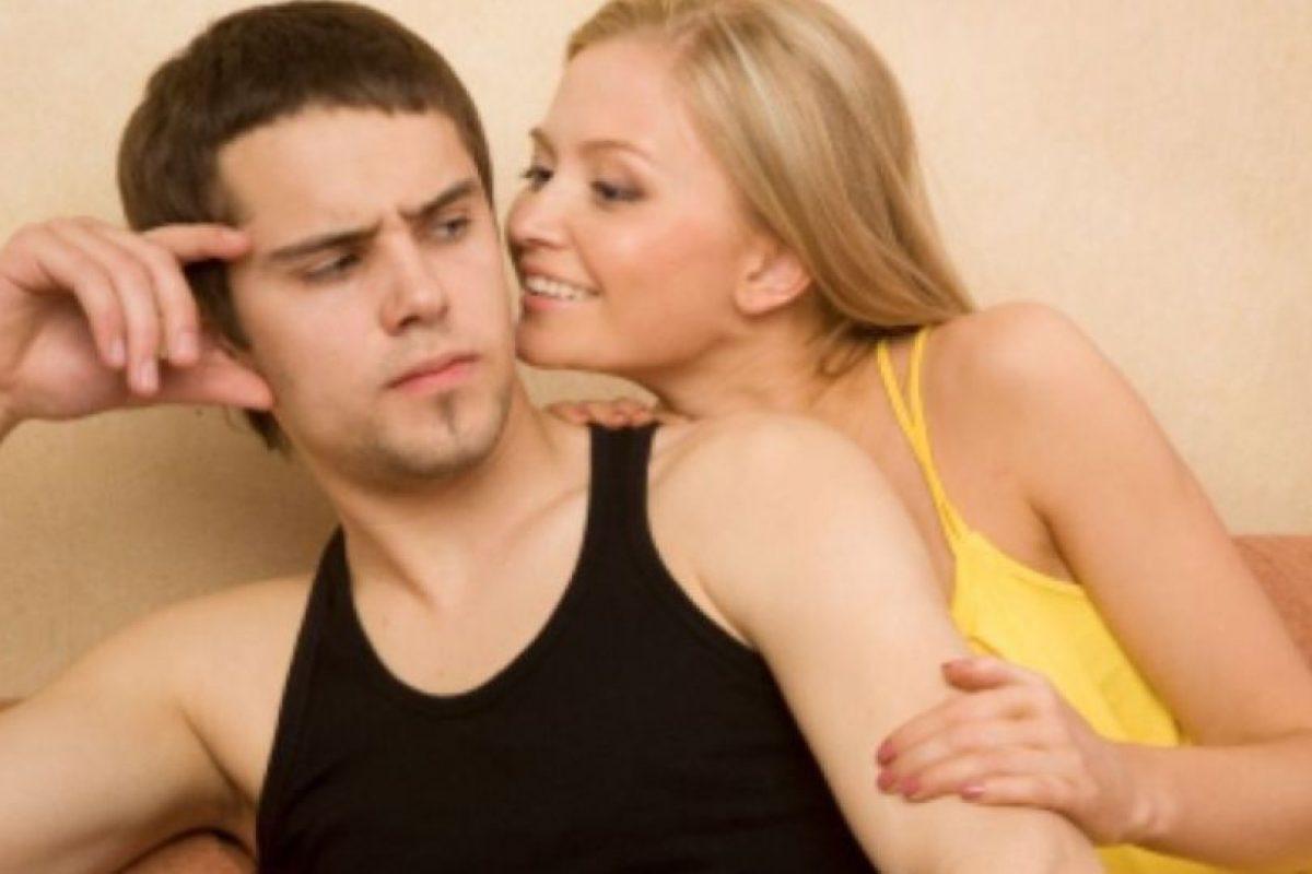 3. No te dirá cuando voltea a ver a otras mujeres ni tampoco lo aceptará. Foto:Pinterest. Imagen Por: