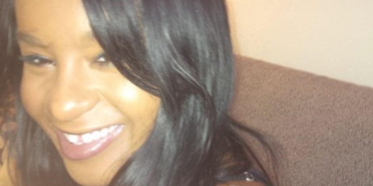 Médicos intentaron despertar a la hija de Whitney Houston