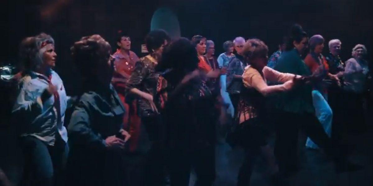 VIDEO: Abuelos bailan como Bruno Mars en
