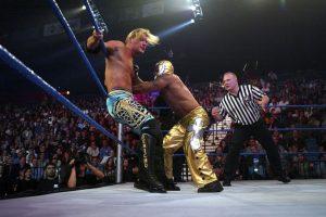 También dos veces alzó el campeonato mundial de la WWE Foto:Getty Images. Imagen Por: