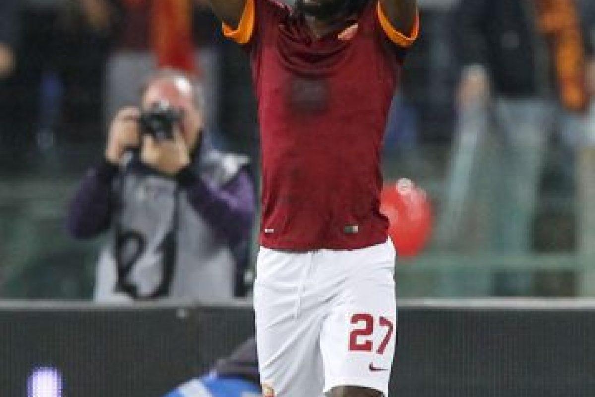 El jugador de Costa de Marfil les respondió con la anotación que le dio el pase a la Roma Foto:Getty. Imagen Por: