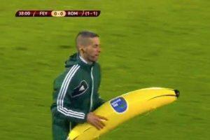 Un plátano gigante cayó al césped Foto:Twitter. Imagen Por: