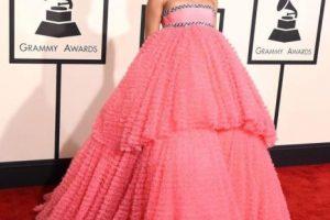 Rihanna llevó este vestido de Giambattista Valli para los Grammy de este año Foto:Twitter. Imagen Por: