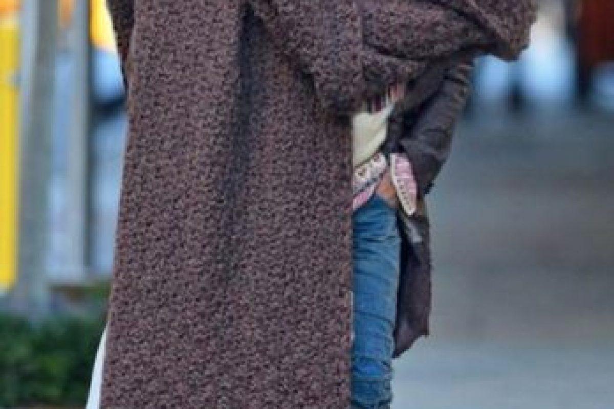 Lenny Kravitz impactó con esta bufanda. Se hicieron vestidos de esta luego en las semanas de la moda. Foto:Twitter. Imagen Por: