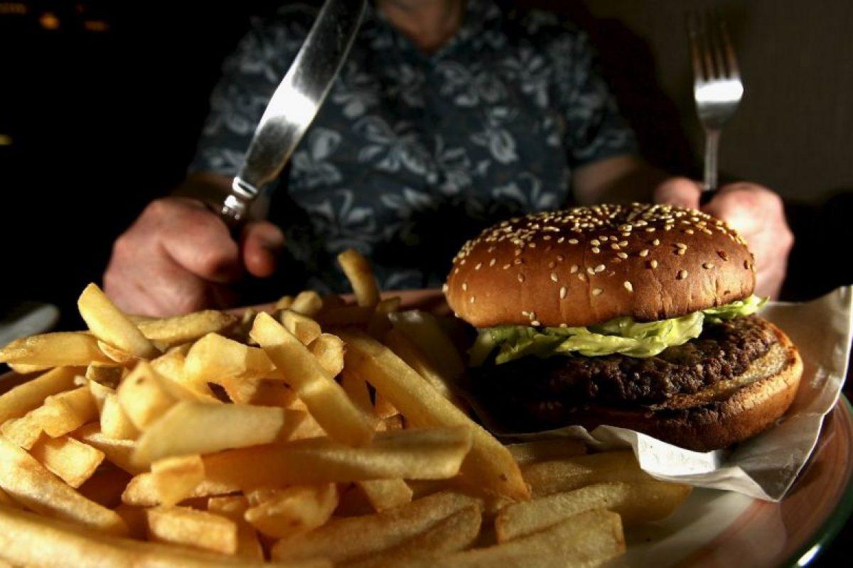 El ensayo clínico examinó a 24 participantes durante un período de tres semanas, en el que alternaron un día comiendo el 25 % de su ingesta diaria de calorías con otro con el 175%. Foto:Getty Images. Imagen Por: