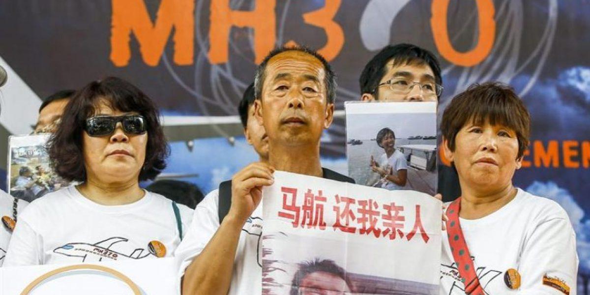 Familiares de las víctimas de las tragedia del MH17 visitan restos del avión