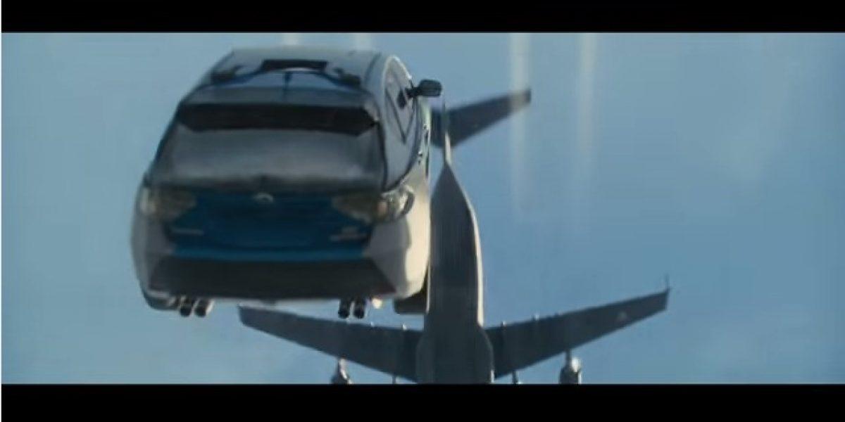 Autos voladores, los protagonistas del nuevo tráiler de