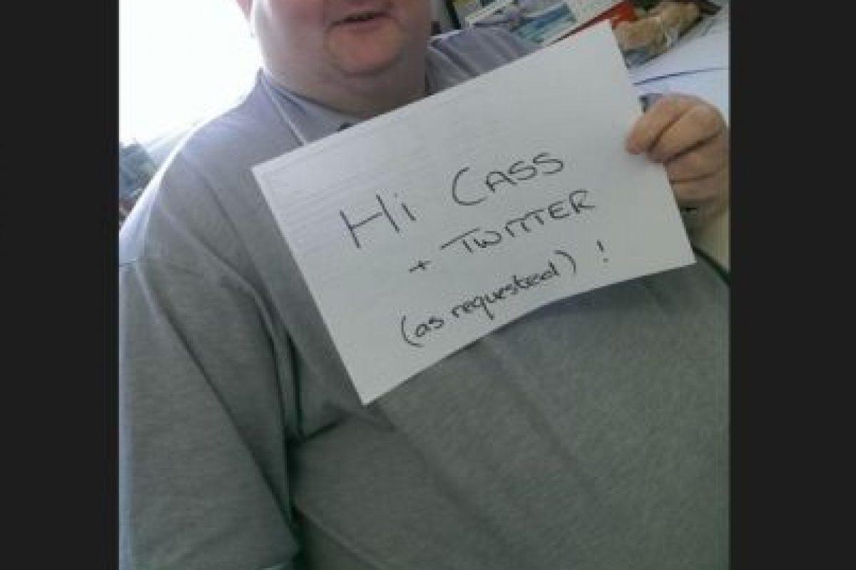 Una mujer llamada Cassandra Fairbanks se indignó con su situación y decidió buscarlo por Twitter. Foto:Twitter. Imagen Por: