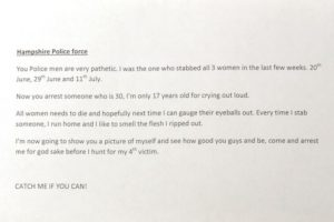 """Dejó varias cartas donde avisaba a la policía de lo que hacía y por qué. Básicamente, trataba a las mujeres como """"zorras"""" y decía que disfrutaba el olor de la carne que quedaba en su cuchillo. Foto:Fiscalía de New Hampshire. Imagen Por:"""