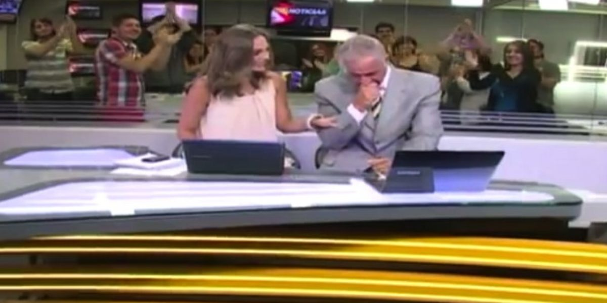 Así fue la llorada despedida de Eduardo Riveros de UCV-TV