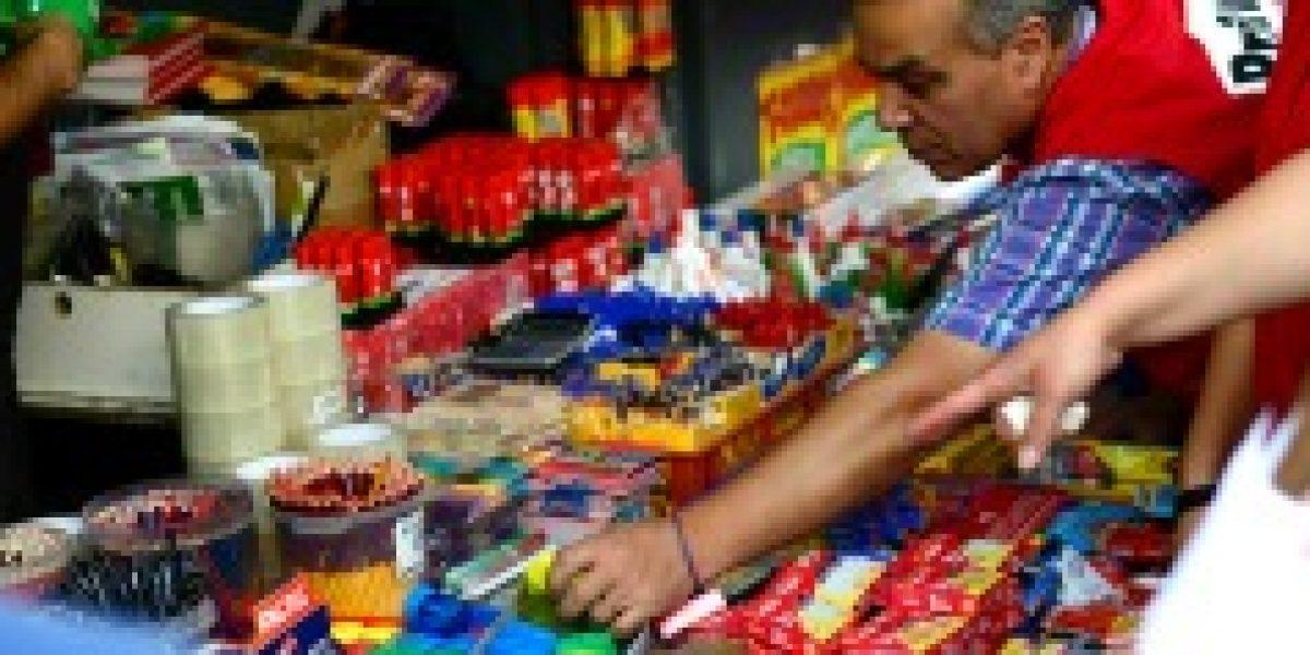 Sernac denuncia a marcas y distribuidoras de útiles escolares por no cumplir con rotulado