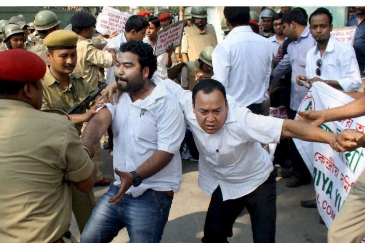 La policía de India ha detenido a al menos 22 personas, e identificado a más de 200, por su participación en el linchamiento de Syed Farid Jan, de 35 años de edad, quien fue acusado y sentenciado por violación. Foto:AP. Imagen Por: