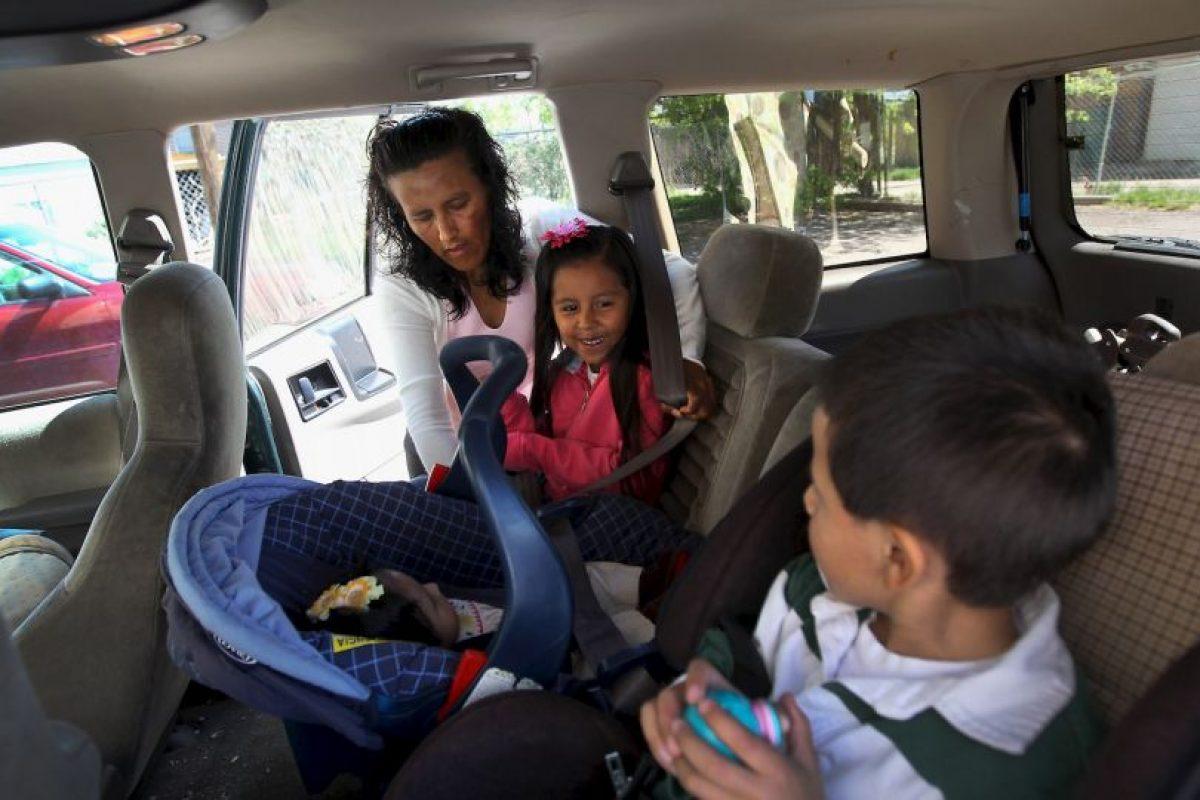 Es fundamental olvidarse de las prisas y parar a lo largo del trayecto cada dos horas, para atender las necesidades de los pequeños y permitir que estiren las piernas. Foto:Getty Images. Imagen Por: