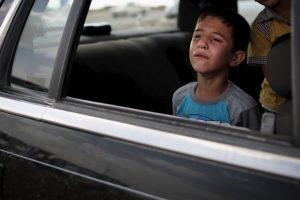 Nunca se les debe permitir que practiquen juegos violentos que pueden distraer al conductor y deben llevar puesto el cinturón de seguridad. Foto:Getty Images. Imagen Por: