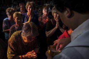 Se trata de un muchacho de 19 años de edad que tiene alguna discapacidad y que presuntamente participaría en algún encuentro sexual en el que también estarían su prima y el religioso. Foto:Getty Images. Imagen Por: