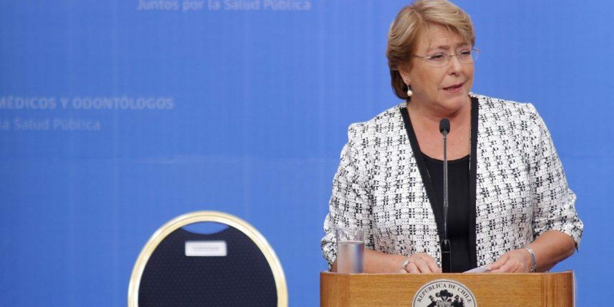 Interrumpen discurso de Presidenta Bachelet con mensaje contra el aborto