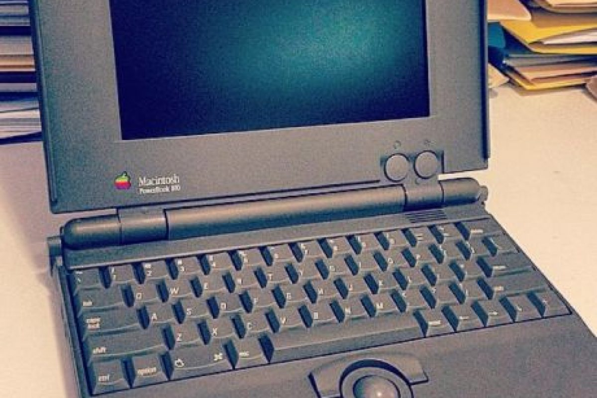 Tenía un CPU Motorola 68HC000 corriendo a 15.667 Mhz, memoria RAM de 4MB, ROMA de 256K y sistema operativo System 6.0.8L. Foto:instagram.com/cornwello. Imagen Por: