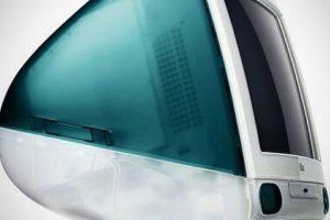 iMac G3 (1998). Existen 16 versiones diferentes e incorpora un monitor CRT. Foto:instagram.com/itechitalia. Imagen Por: