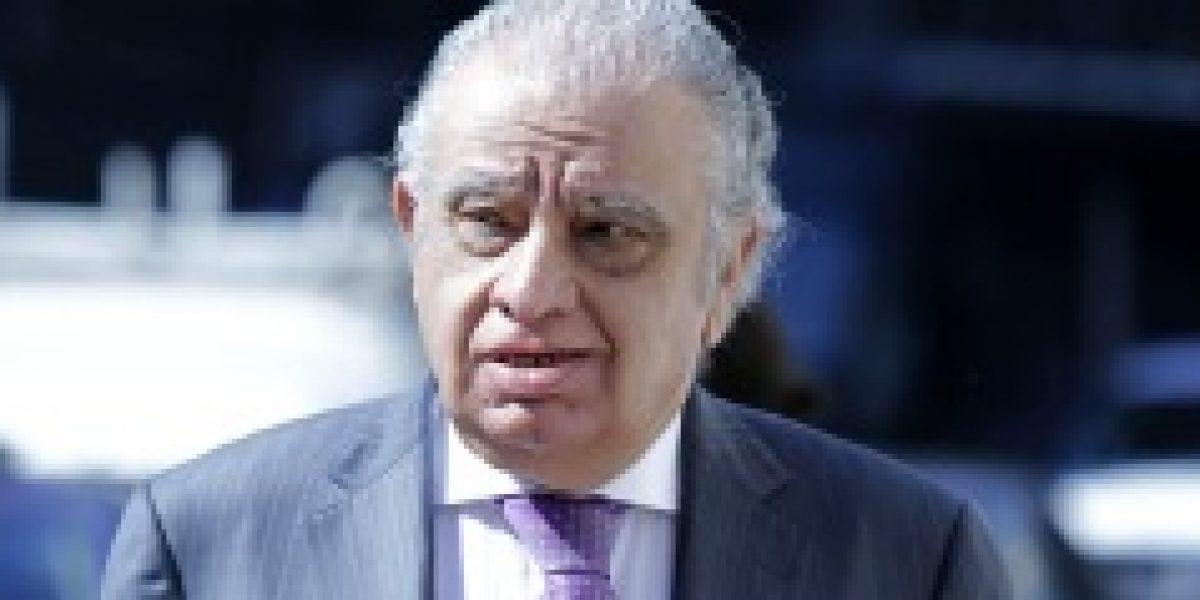 Awad mostró su respaldo a comisión que regulará lo público y privado