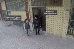 Muaharrem es un hombre sordo de Estanbul. Vive en un pueblo. Y no sabía la sorpresa que le tenían sus habitantes. Foto:Samsung/Youtube. Imagen Por: