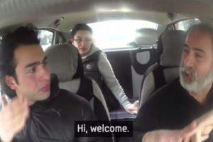 Y el taxista le habló. Foto:Samsung/Youtube. Imagen Por: