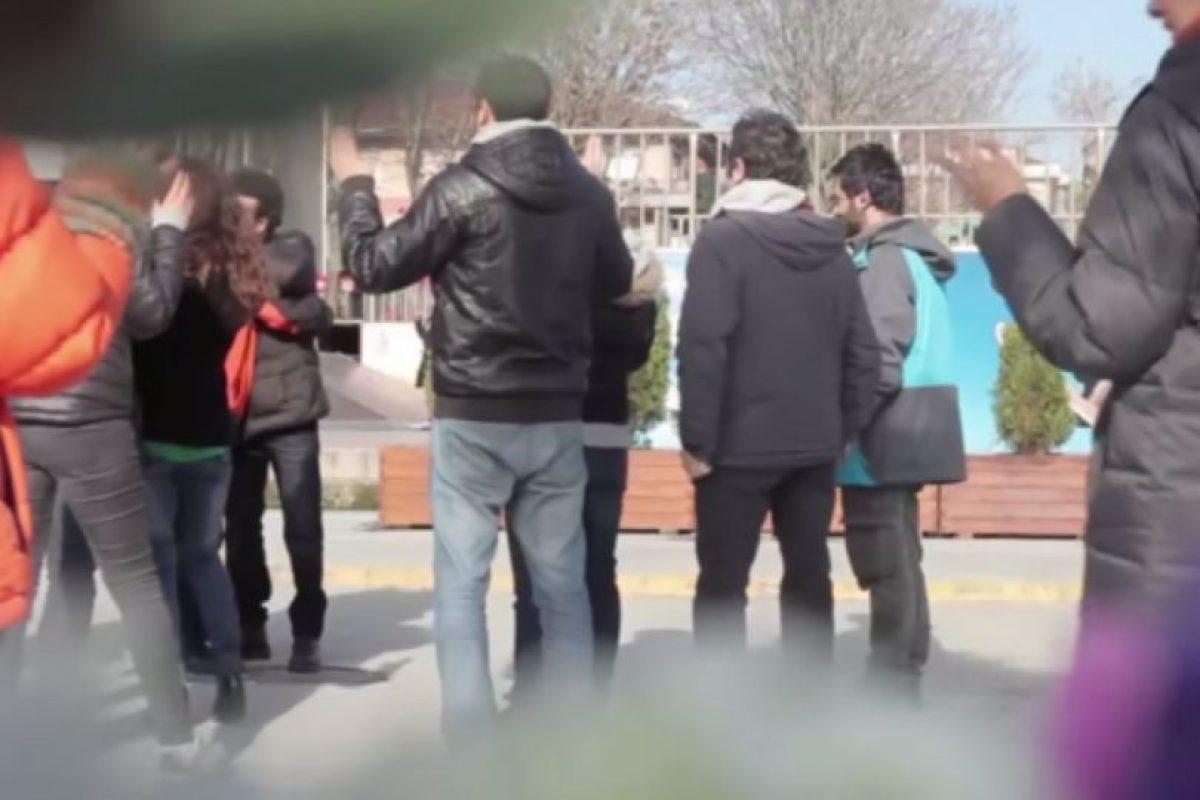 Lo saludaron. Foto:Samsung/Youtube. Imagen Por: