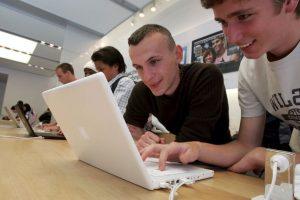 Las primeras MacBook fueron blancas Foto:Getty. Imagen Por: