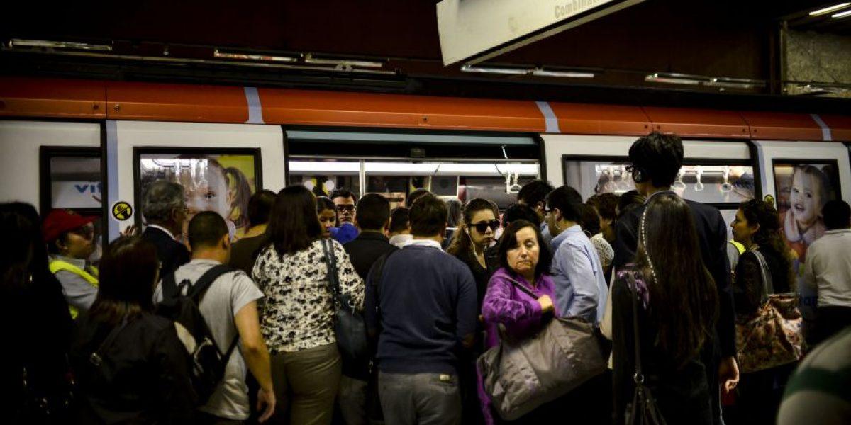 Persona precipitada en las vías afectó funcionamiento del Metro