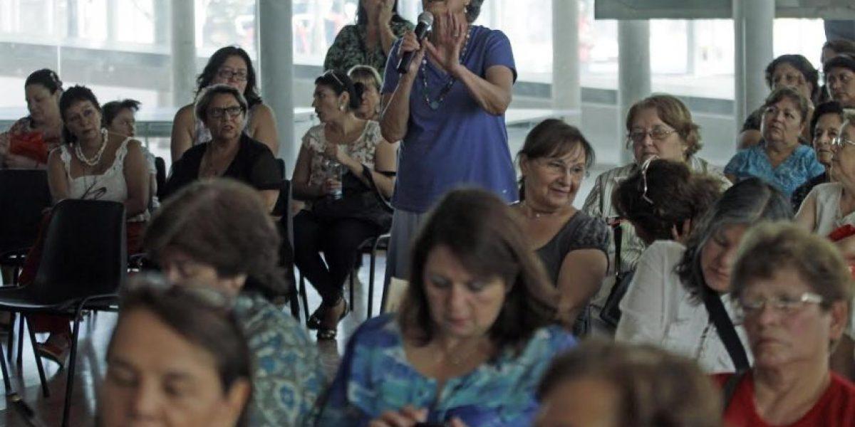 Alcaldesa de Santiago explica a mujeres de la comuna cómo las beneficiará el Ministerio de la Mujer