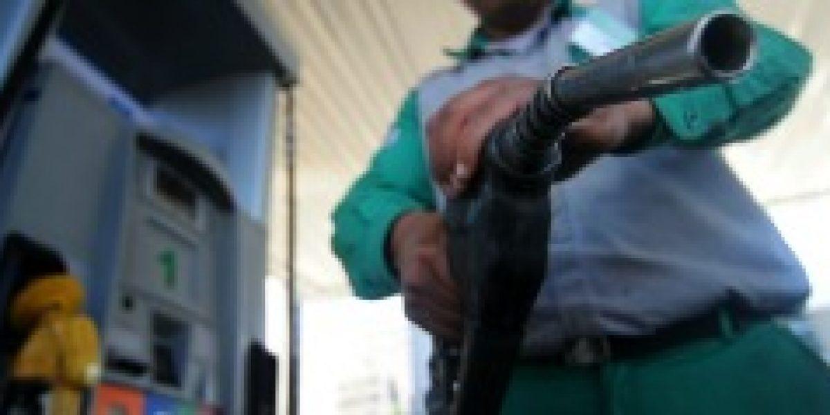 De nuevo: precio de las bencinas sube $5,2 este jueves