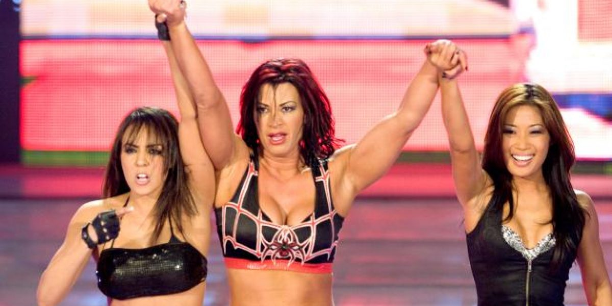 Esposo de exdiva de la WWE arriesga la vida en una tienda