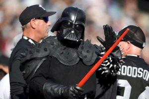 Darth Vader en medio de un partido de béisbol en Estados Unidos Foto:Getty Images. Imagen Por: