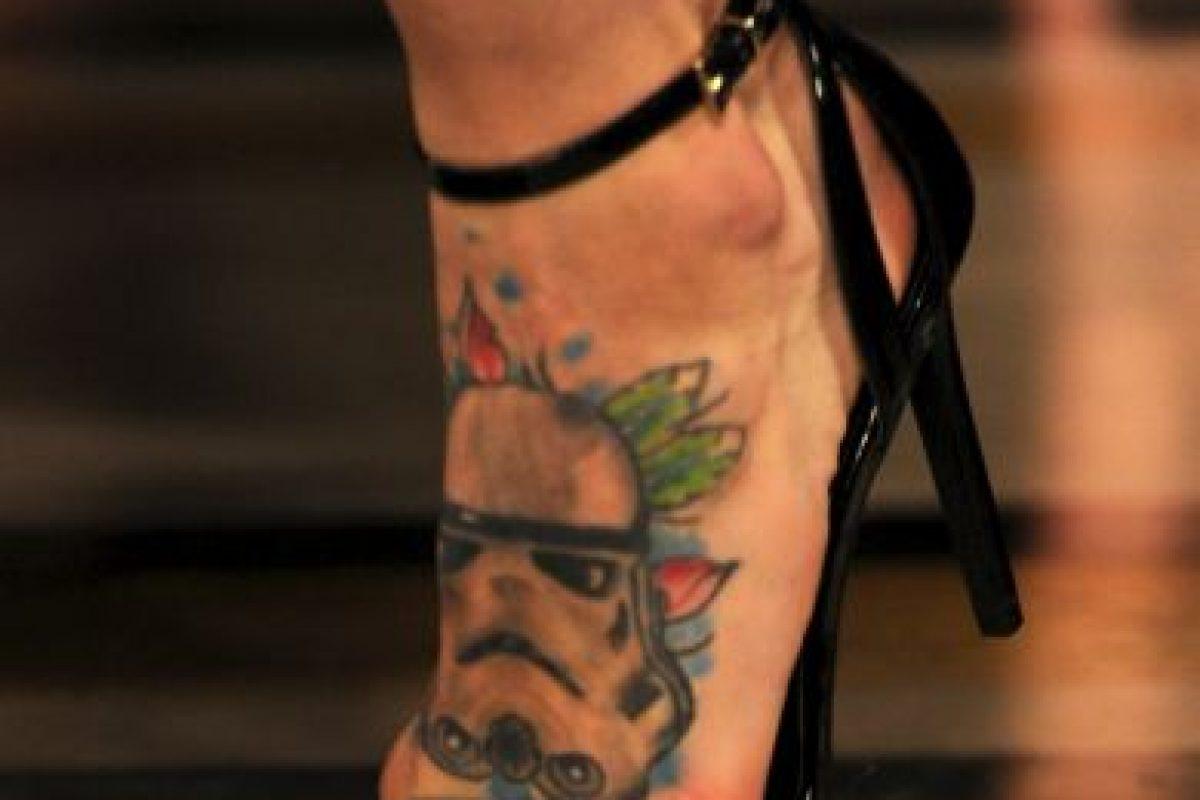 En la Semana de la Moda de Londres se vio a una modelo con el tatuaje de un Stormtrooper Foto:Getty Images. Imagen Por: