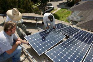 Los paneles solares tienen mucha popularidad debido a las condiciones tropicales de muchos de los países de América Foto:Getty Images. Imagen Por: