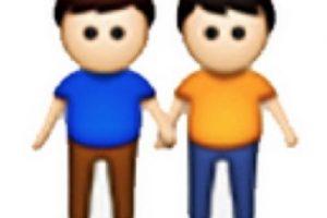 Los emojis de parejas gay fueron criticados por grupos conservadores. Foto:Twitter. Imagen Por:
