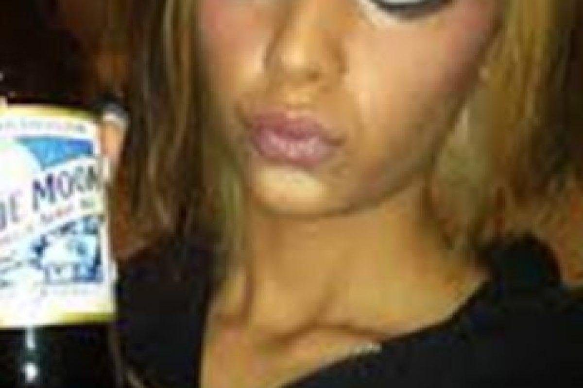 4. Una de las mejores maneras de prevenir verse sobremaquillada es elegir primero el tono del labial que del blush (colorete). Foto:Tumblr.com/Tagged-makeup-wtf. Imagen Por: