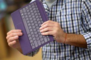 Los nuevos modelos de teclados suelen ser muy ligeros, flexibles y cómodos para viajar. Foto:Getty Images. Imagen Por: