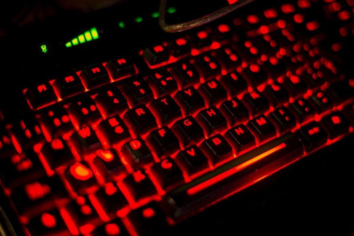 Los teclados de luz son una proyección en una superficie lisa, representando las teclas y funciona tocando esta imagen proyectada. Foto:Getty Images. Imagen Por:
