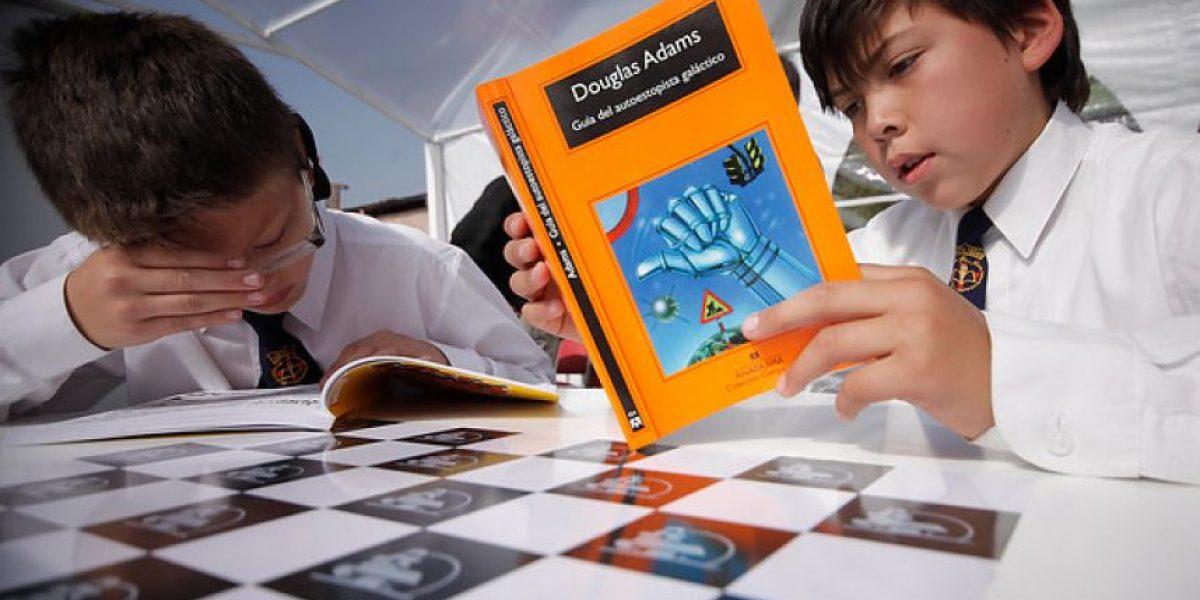 Gremialismo pide rebajar el impuesto de textos escolares e investigar eventual colusión