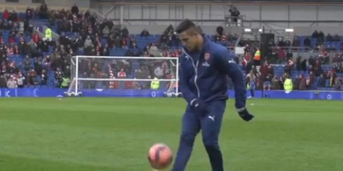 Video: Alexis no se cansa de asombrar y se luce con estas acrobacias con balón