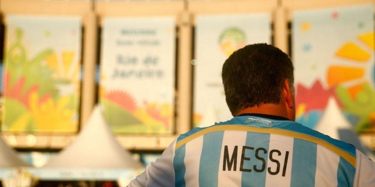 El video que demuestra que Lionel Messi casi atropella a sus fanáticos